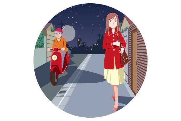 夜道を歩く時の防犯対策のイラスト。  夜の歩道を一人で歩く女性と通り過ぎるスクーター。